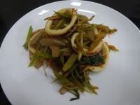 大阪産若ごぼうとスルメイカのピリ辛炒め山椒風味