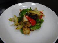 白身魚と野菜の黒胡麻炒め