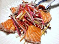 サーモンと根菜の中国風ヘルシーサラダ