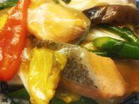 サーモンと季節野菜の炒め北京風