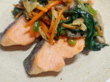 鮭の彩り野菜あんかけ黒酢ソース風味