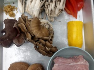 豚フィレと秋きのこの黒こしょう炒め